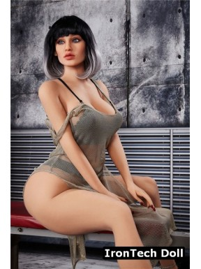 Tall voluptuous sex doll - Yael – 5.6ft (170cm)